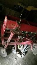 农哈哈小麦播种机半旧的!玉米播种机今年买的!用不着了谁要打电话15837820879
