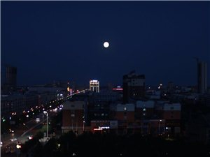 中秋�p月-炮�_山