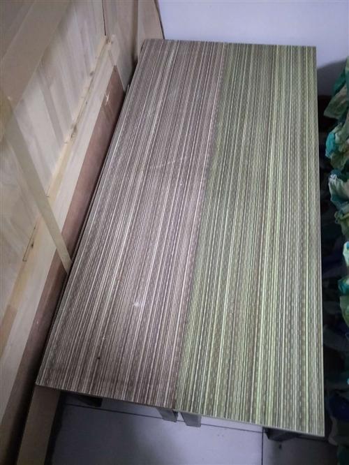 出售长条桌,长1.2米,宽30cm,  高43cm, 买后没怎么用,八成新。