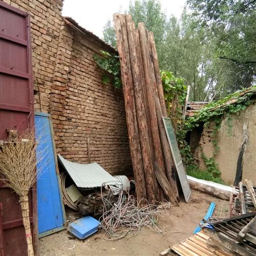 常年出售旧砖旧瓦,及梁檩等建材。欢迎咨询。