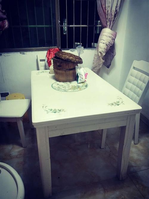 桌子一張 椅子六張  去年買的  因為家里太小了  所以換一個小的  有需要的聯系  買的時候226...