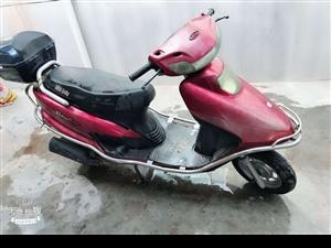 雅迪100踏板摩托车,买的时候3300,现在一直闲置在家,好久不开打不着火了,当做尸体低价转让