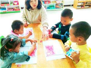幼儿园里什么最美丽――不在于满腹经纶,而是用真诚爱心传递给幼儿需要的知识与技能。
