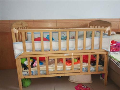 闲置婴儿床,九成新,二层小床带一个小的摇篮床,买的时候550,现在220,有意的联系哦