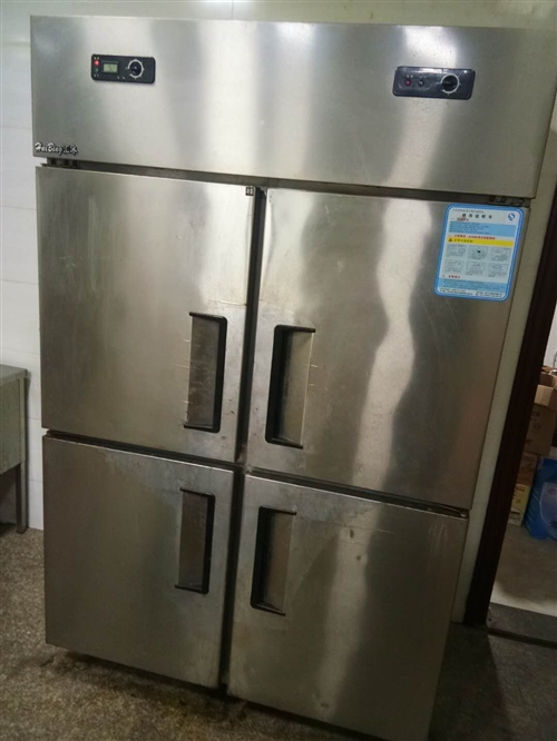 四门冰箱8成新1000元,商用燃气灶+油烟机可正常使用500元,美的热水器8成新400元,名牌1.2...