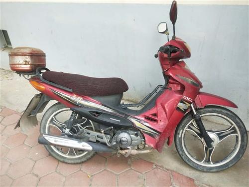 本人出售摩托车,行驶正常。400,如有要的价钱可以在商量