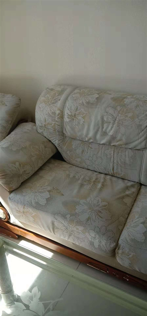 质量不错,一个沙发床,一个两人的,一个一人的