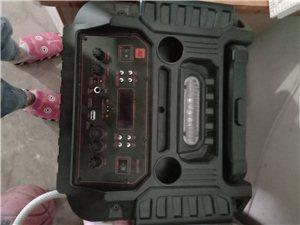 有一九成新音响低价出售,9月2号才买的,音效好,带两个话筒,