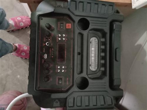 有一九成新音響低價出售,9月2號才買的,音效好,帶兩個話筒,