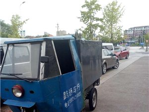 三轮车买来送快递的,棚是新做的,电瓶刚换2个月,现在快递不做了,三轮车拿来卖了,有需要的可以来看看