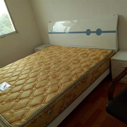 本人棚改有床一张地方便宜出售,有需要者请与本人联系。15079402818许女士
