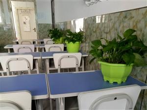全新学生桌椅一套120元,适合初、高中学生