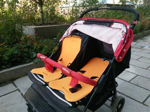出售二手双胞胎婴儿推车,八成新,seebaby正品,某宝价八百加,这里三百块,要的来