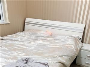 1.8米大床9成新,掌上明珠家具3500购入,有了二宝想换上下床,1200全部带走。