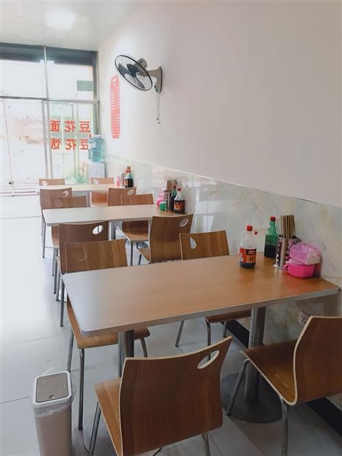 餐馆桌椅,冰柜,煤气灶,煤气瓶,饮水机