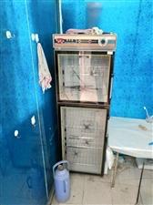 一个消毒柜,,一个冰柜,九成新,有需要的面谈