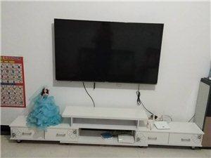出售九成新伸缩电视柜200元,可折叠桌子30元,单个沙发一个30元,还有一套餐桌加4把椅子