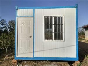 住人集装箱房租售,长6米宽3米高2.6米 铺设A级防火地板,配置节能灯2个开关2个,5孔电源插座4...