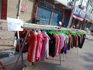 童装店不干衣服清仓处理。地址:育英小学往南十字路口向东200米。