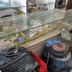 柜台出售  长4米2宽60厘米   需要请联系   蓝冠西东门 有意者电话联系  137003103...