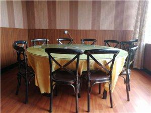 低价出售三套桌椅板凳,详细情况电联