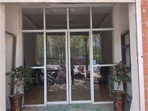 专业安装玻璃门卷闸门。