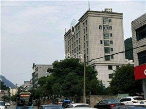 长阳公安局附近3室 2厅 1卫1500元/月