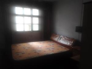 邓州市城区四初中院内二楼西户单元房出租或出售。