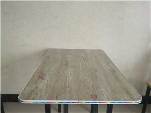 桌子9成新,需要的可以联系