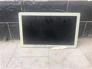 广告机显示器18寸,可插卡可WIFI 有遥控器,外观很新,有大概10台左右,可当电视使用,插卡或者链...