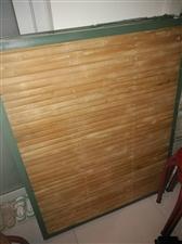 绿色竹板行军床196*120九成新,现在要出售寻找有缘人把它带走!价格面议!