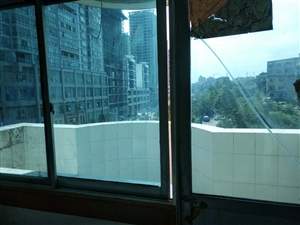 金三角小区3室 2厅 2卫1400元/月
