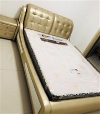 新床,1.5米的,一次都未使用!3800元买的床,现低价转让,(床和床垫一起转让2500元,价格超低...