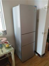 买下不到半年时间,基本全新,海尔新款冰箱,现低价处理,需要的联系。