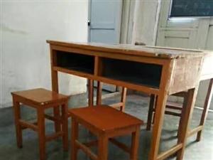 课桌,可用于家庭用,或者小型辅导班使用。