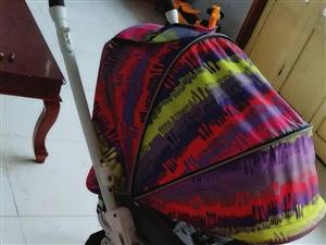 转让九成新高景观婴儿推车,三乐牌,可躺可座可折叠,方便携带。大储物兜还能放宝宝用品。