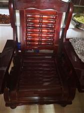 木质沙发一对,枣红色,9成新。 诚意出售,上门自提。