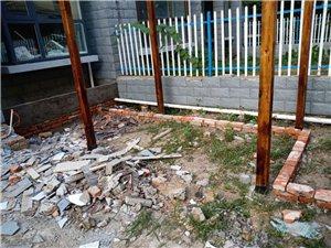 一个两米九高的防腐木葡萄架 宽2.4米 长3.8米 装修装上有一个多月现在拆了  有需要的可以联系我