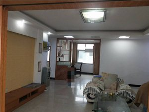 县政府旁边迎宾花园136平方精装房5200一平方低价急卖