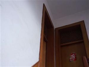 两间两层楼房