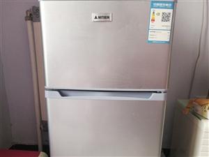 因搬家麻烦,现出售使用四个月的二手小冰箱。
