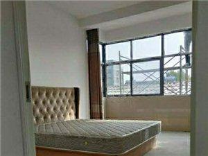 泰和小区路东2室 1厅 1卫700元/月