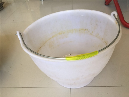 饭店倒闭,所有设备低价出售! 水桶10元钱,炒勺煸锅便宜出售!