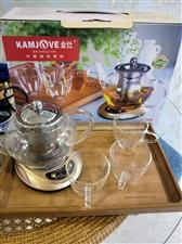 花茶壶一套,带电恒温茶盘一个。 26件套茶具一套。