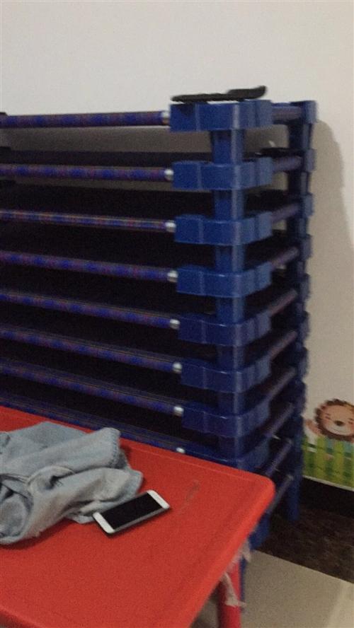 出售幼儿园用的 小床 小神童滑梯 绿草坪 电话18231130645