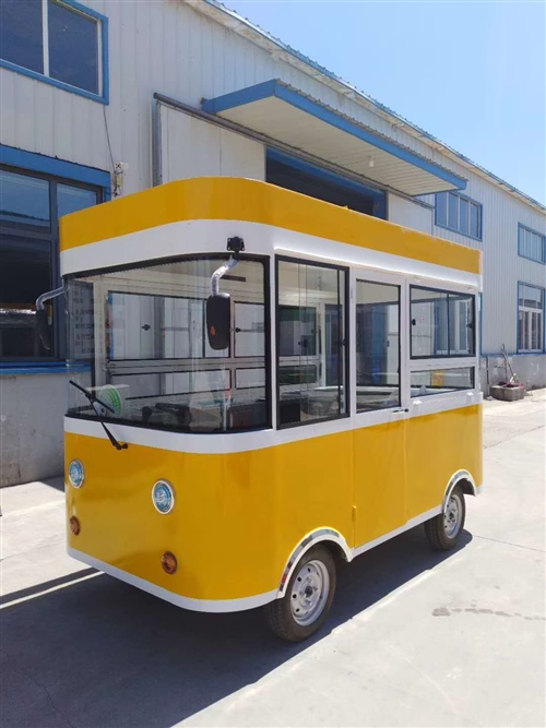 美食车,车内含冷藏柜,空调,冰淇淋机,可单卖,有意者电话联系