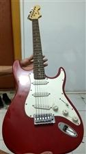 黄家驹同款电吉他,个人一手,因个人原因低价出售,由于长时间不玩,琴弦略有上锈,价格可小议。