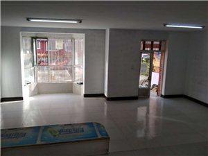 鹤林苑高层小区一楼带小院92.56平方67万元