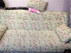 现有衣架,服装展示架,裤架,模特,沙发转让九成新,有意联系。价格优惠。
