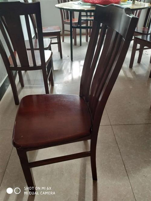 實木凳子,有三十多條!四十塊一條凳子,有需要的請聯系